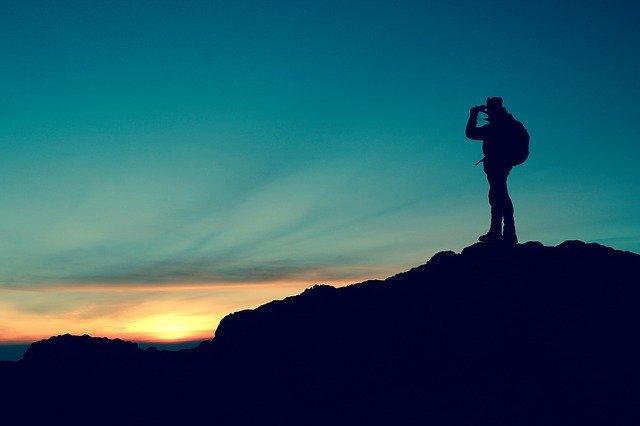 un randonneur sur la montagne